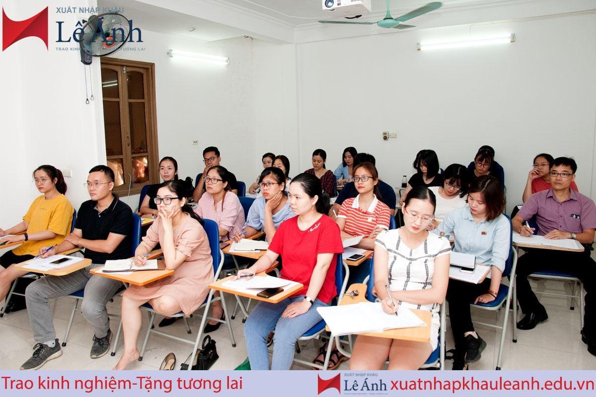 Hình ảnh lớp học xuất nhập khẩu Lê Ánh