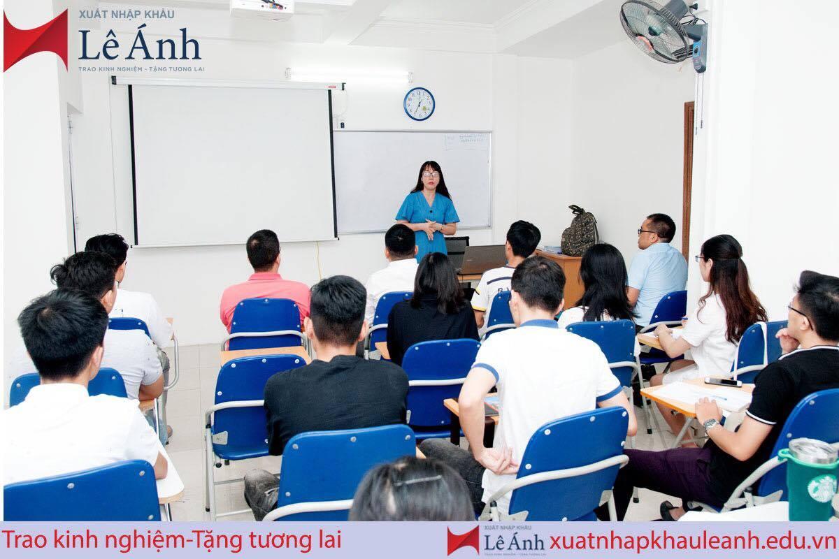 Hình ảnh lớp học kế toán tổng hợp tai trung tâm kế toán Lê Ánh